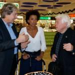 Herausgeber HANNES FENZ im Smalltalk mit Moderatorin ARABELLA KIESBAUER und Schauspiellegende PETER WECK
