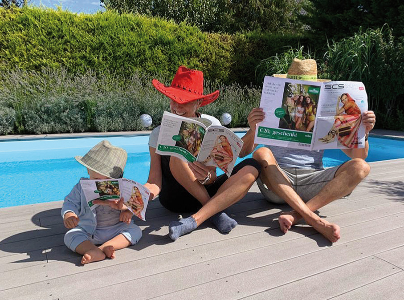 Foto Familie mit SCS Magazin